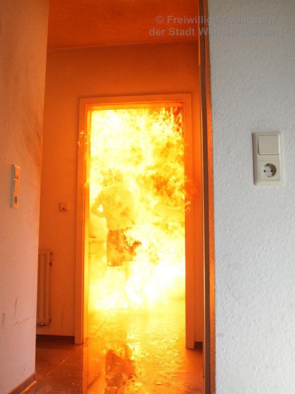 Der ganze Raum ist mit Feuer gefüllt