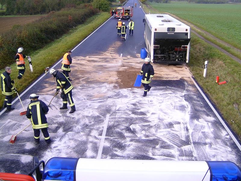 Abstreuarbeiten der Feuerwehr