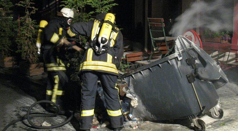 Feuerwehr löschte die Reste der Mülltonne