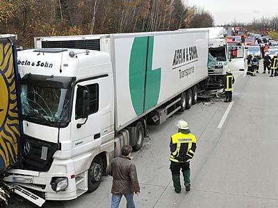 Mehrere LKW fuhren ineinander
