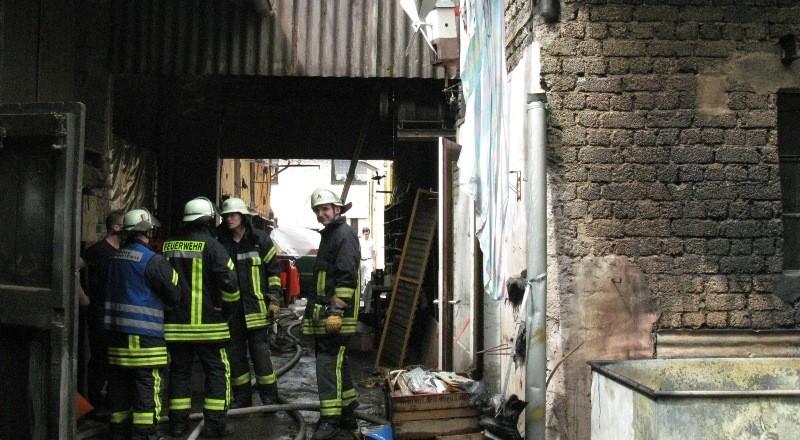 Es brannte im Hinterhof eines Wohnhauses