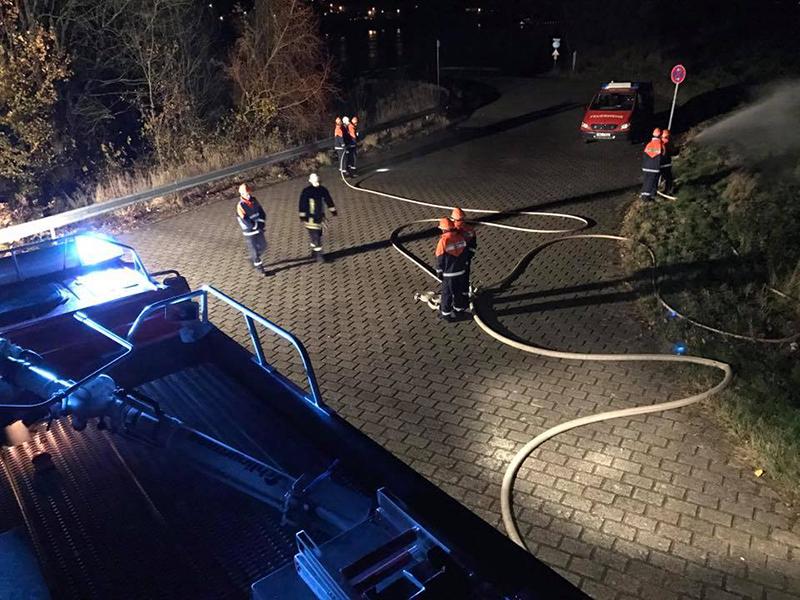 Flächenbrand am Rhein