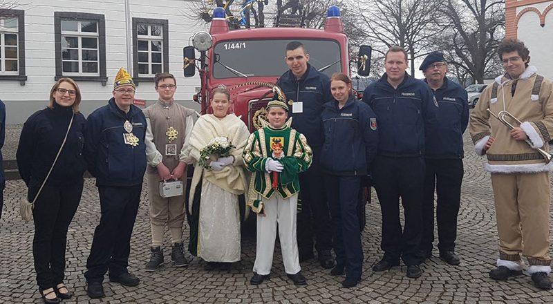 Prinz Ben I. u. Prinzessin Emily I. mit Kameraden der Feuerwehr Sinzig